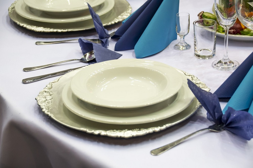 Eettafels en eetkamerstoelen, een must in ons interieur!